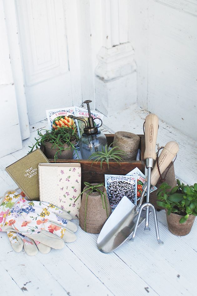 gardening-gift-basket-1539636095