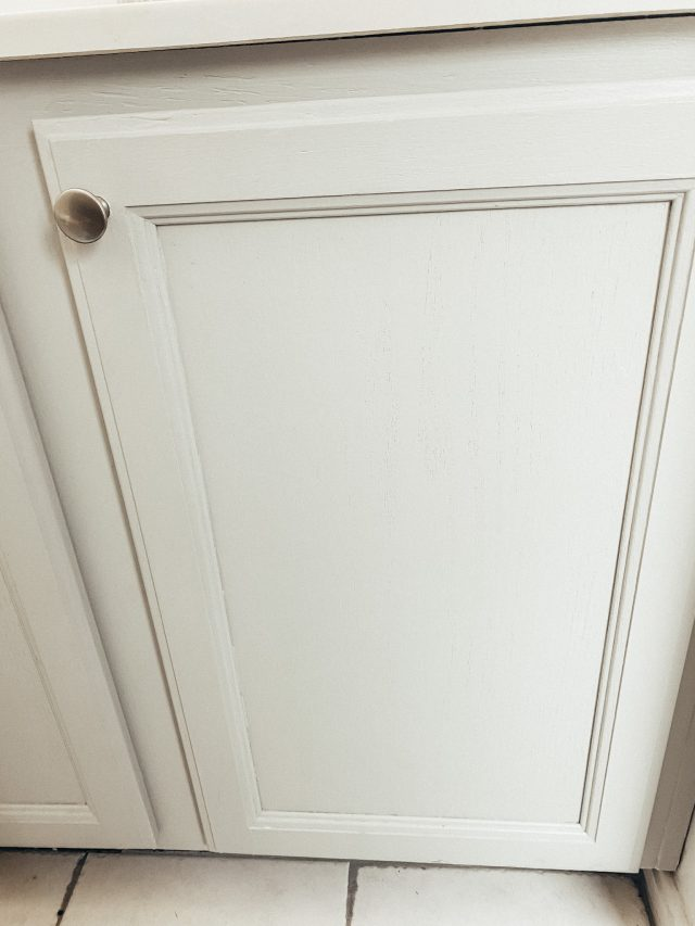 paint bathroom cabinet